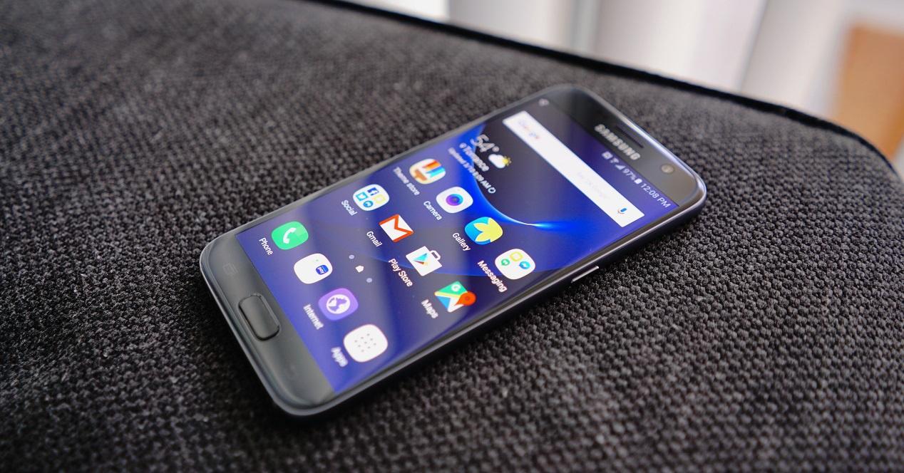 Esta seria la ultima actualizacion de android de los s7 y s7 edge. Ya que debido al tiempo y como avanza la tecnología móvil no creemos que estos celulares actualicen a android P el siguiente año, tal vez tengan alguna actualización de seguridad o de interfaz, pero dentro de android oreo.