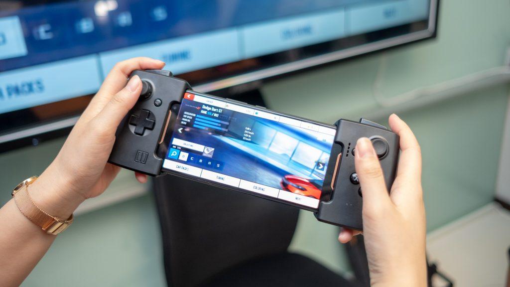 Game Gamepad: se parece a lo que Motorola ofrece para la serie Moto Z con un par de botones en cada lado.