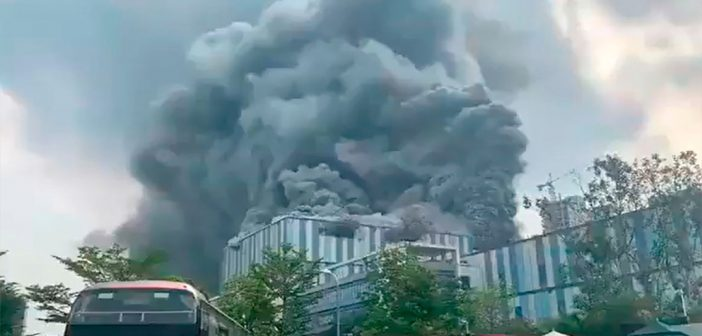 Gigantesco incendio afecta laboratorio de Huawei en China