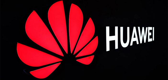 Huawei logo en fondo negro