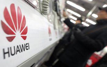 La secretaria de comercio de EEUU dice que no hay razón para quitar el veto a Huawei