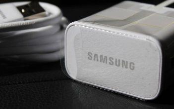 Galaxy A52 incluye cargador en la caja, pero solo de 15W